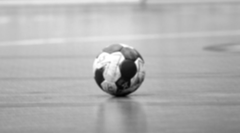 handball_auf_feld_edited.jpg