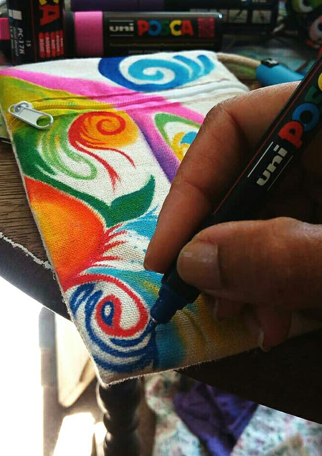 Flow doodle shoulder bags