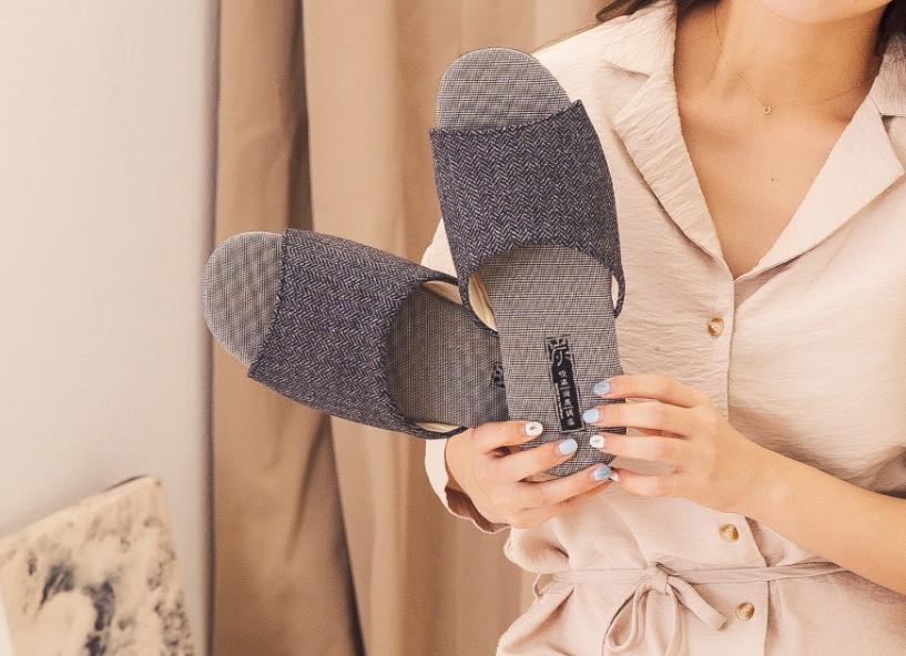 時尚華麗竹炭乳膠拖鞋