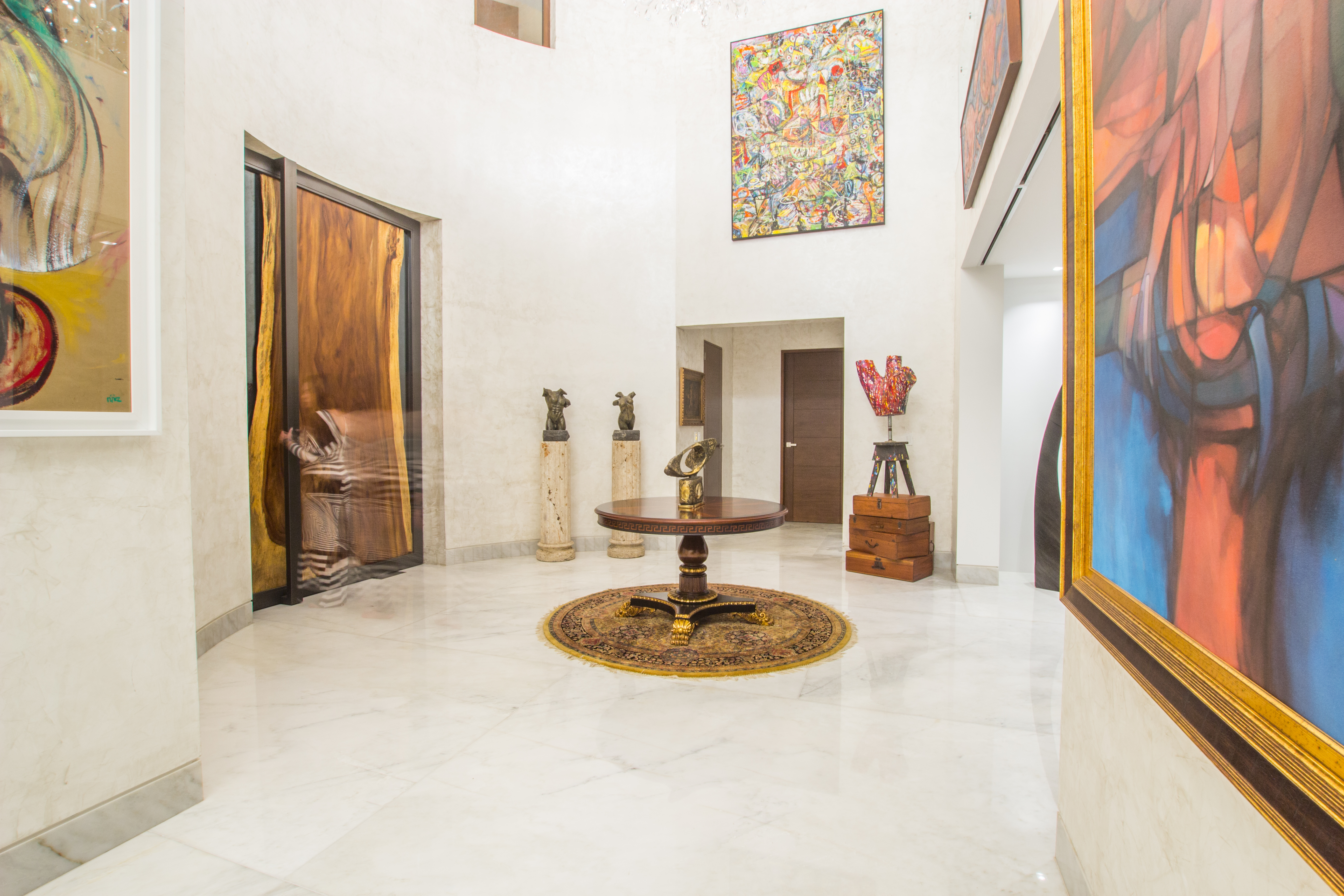 Tzol Foyer