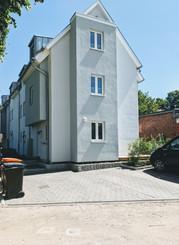 Der Parkplatz am Haus