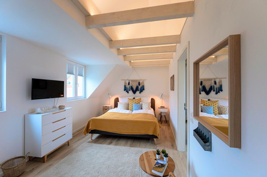 Großes Schlafzimmer im 2. OG