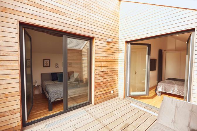 großer_Balkon_mit_Zugang_Schlafzimmern_.