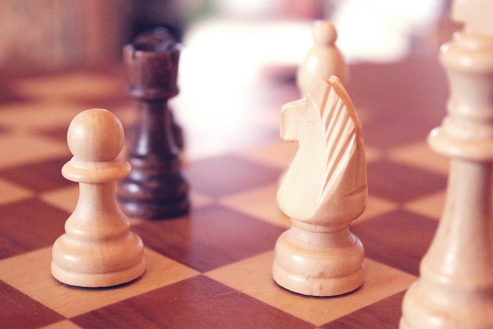 Schachfiguren auf dem Schachbrett