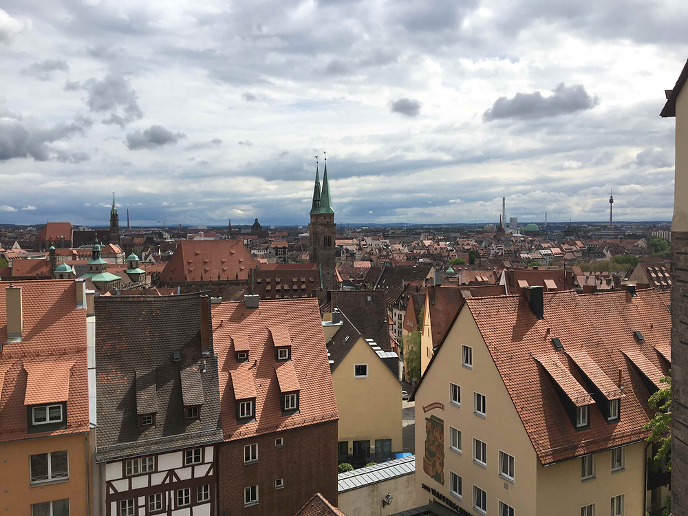 Der Ausblick auf den Kern einer Stadt