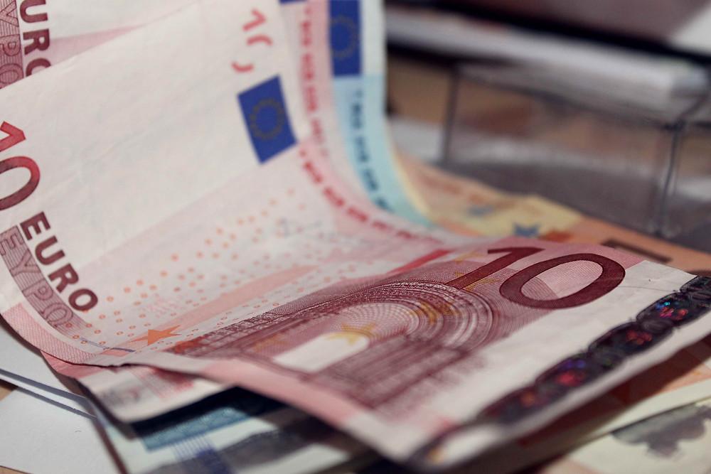 Geldscheine, die übereinander liegen