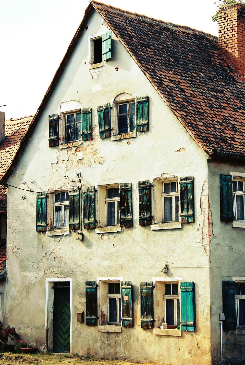 Ein altes leerstehendes Haus