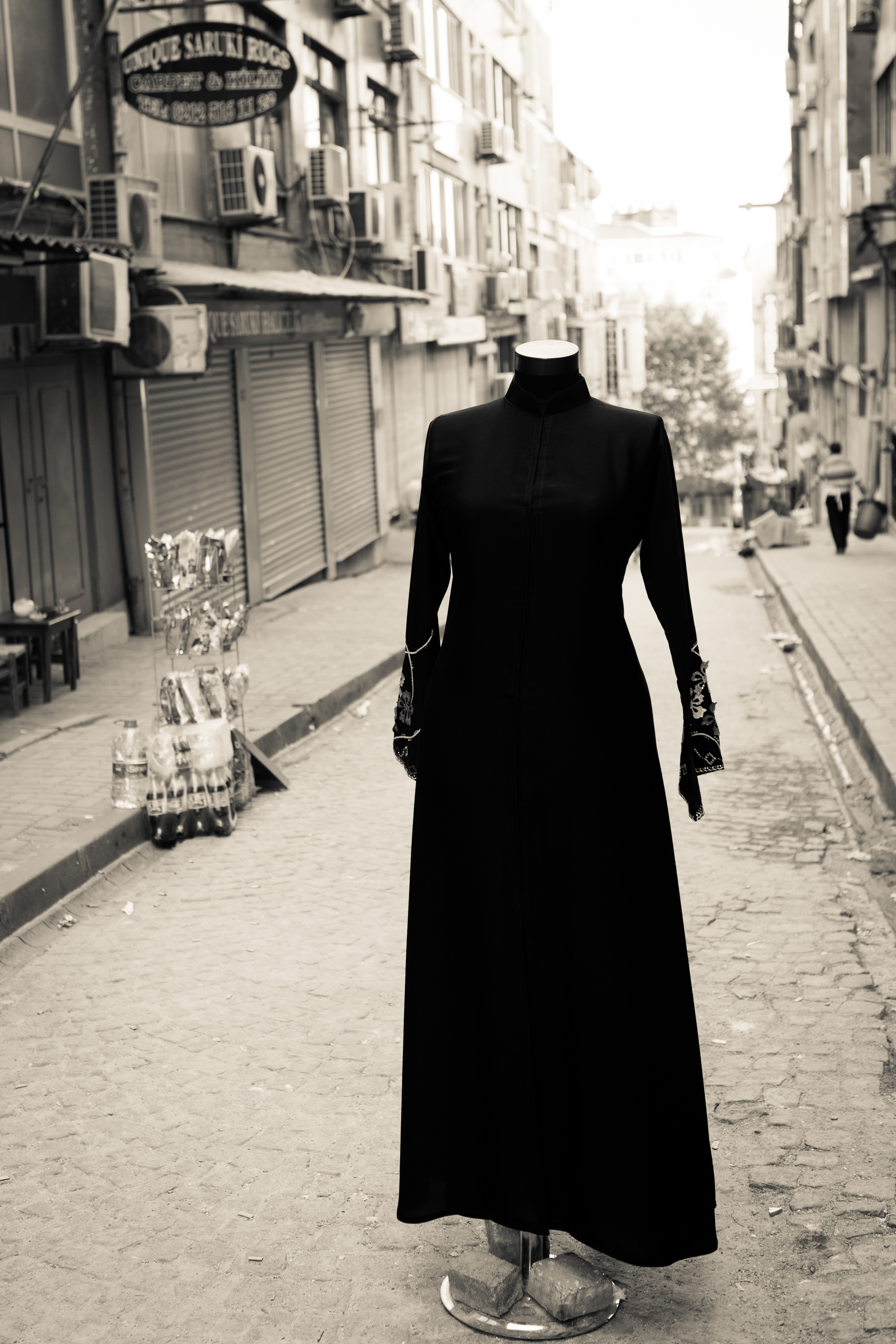 lady in black without head