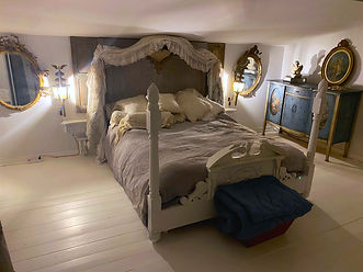 montaurand private suite 4 poster bed and antique mirrors
