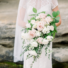 Collaboration with Bouquets by Bonnie Photos: Walking Eagle Photography Venue: Darlington House Steve+Clare Wedding