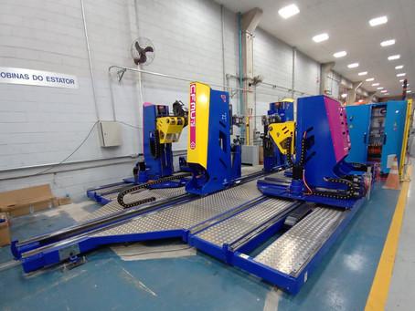 Máquina automática para formação de bobinas e/ou barras para motores e geradores elétricos