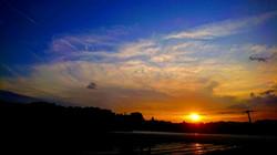 こんな夕陽を眺められます。