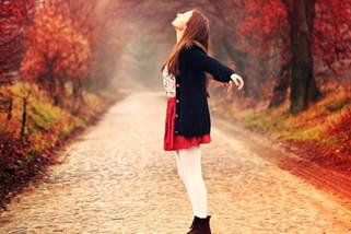 Invadir, abraçar, acordar, retornar aos dias que se passaram.