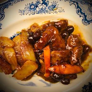 Geschmortes Perlhuhn in Weisswein mit olives Niçoises
