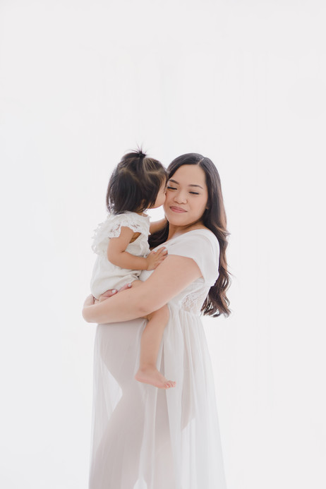 Smitten Photography - Sacramento Maternity Photographer - Indoor - Light and Airy (27).JPG