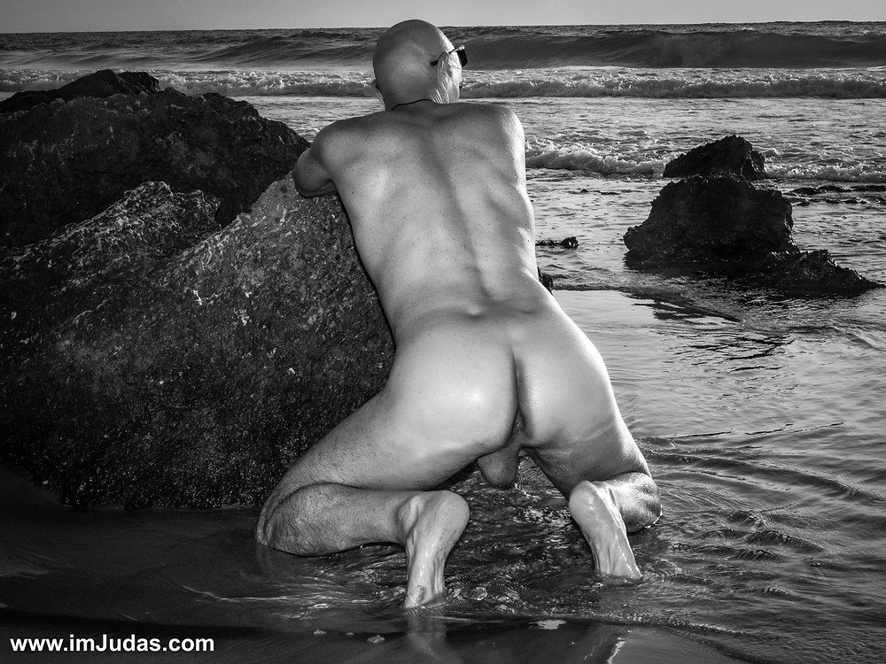 My love hole is quite popular at the nudist beach.