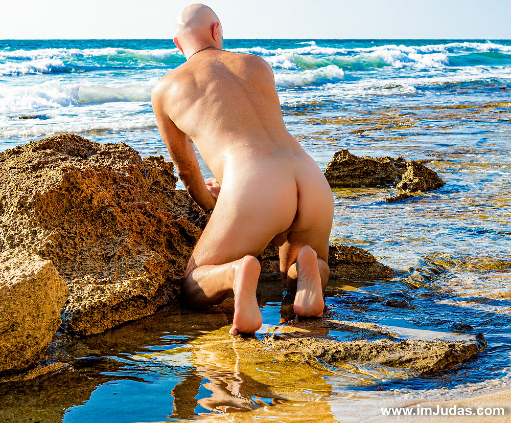 Naked, by the beach and showing my ass