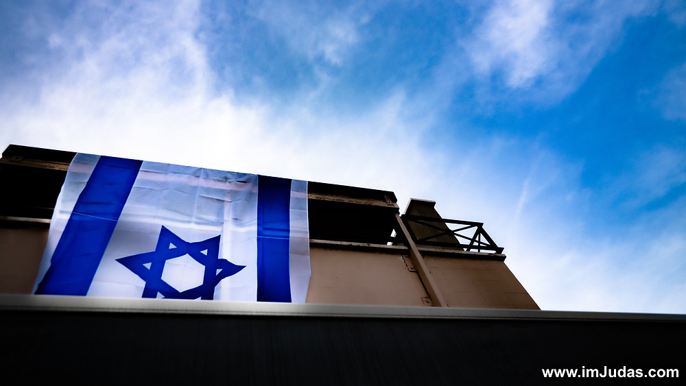 Decorating my apartment with the Israeli flag