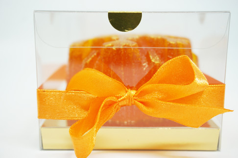 Snaige stačiakampėje dėžutėje