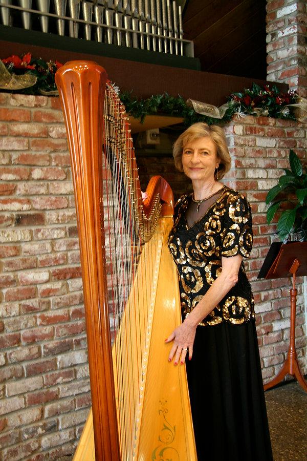 Sue Dinwiddie, harpist