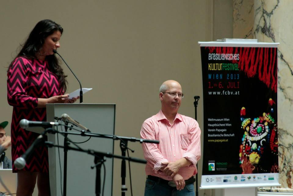 Vanessa e Mike Tolle apresentando o Festival- Luiz Lima.jpg