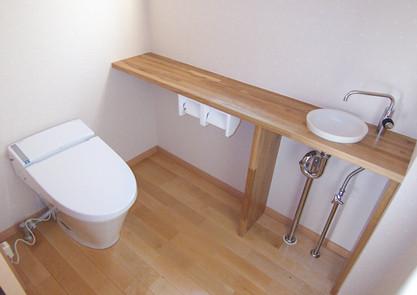 カウンター手洗付のトイレ