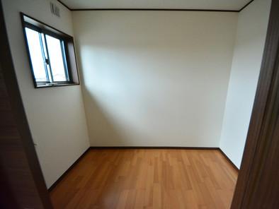 寝室の隣には書斎コーナー