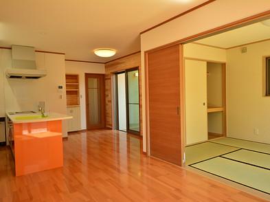 広々としたLDKはオープンキッチン・和室も一体として使えます