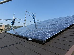 太陽光発電搭載と板張りの家