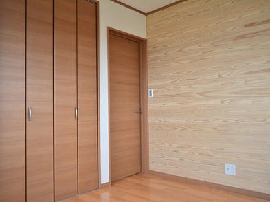 全居室の壁一部に 天然無垢の杉板を使用しています