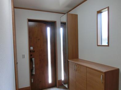 鏡付玄関収納も付いています