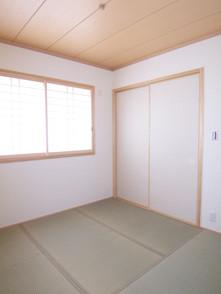 キッチンの隣に畳コーナー