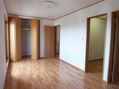 広い9畳の主寝室