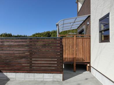 敷地内の目隠しに木製フェンスを造りました