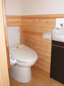 洋間続きの広いトイレ