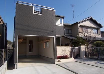 3台分の駐車場と車庫兼用の土間収納