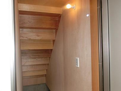 階段下は外から使える土間収納