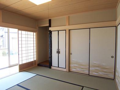 床の間と仏間、広縁かと本格的な和室