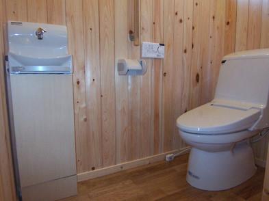 広いトイレも桧の香りがします
