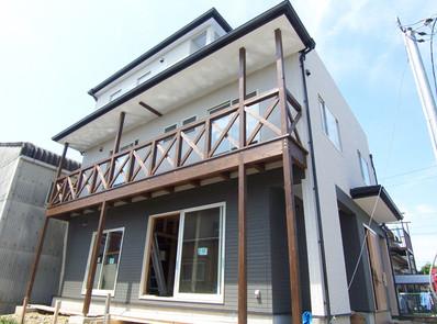 三階建ての木造住宅