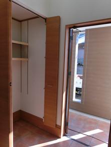 使い勝手の良い可動棚のついた玄関土間収納