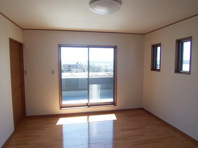 主寝室の隣は書斎と納戸があります