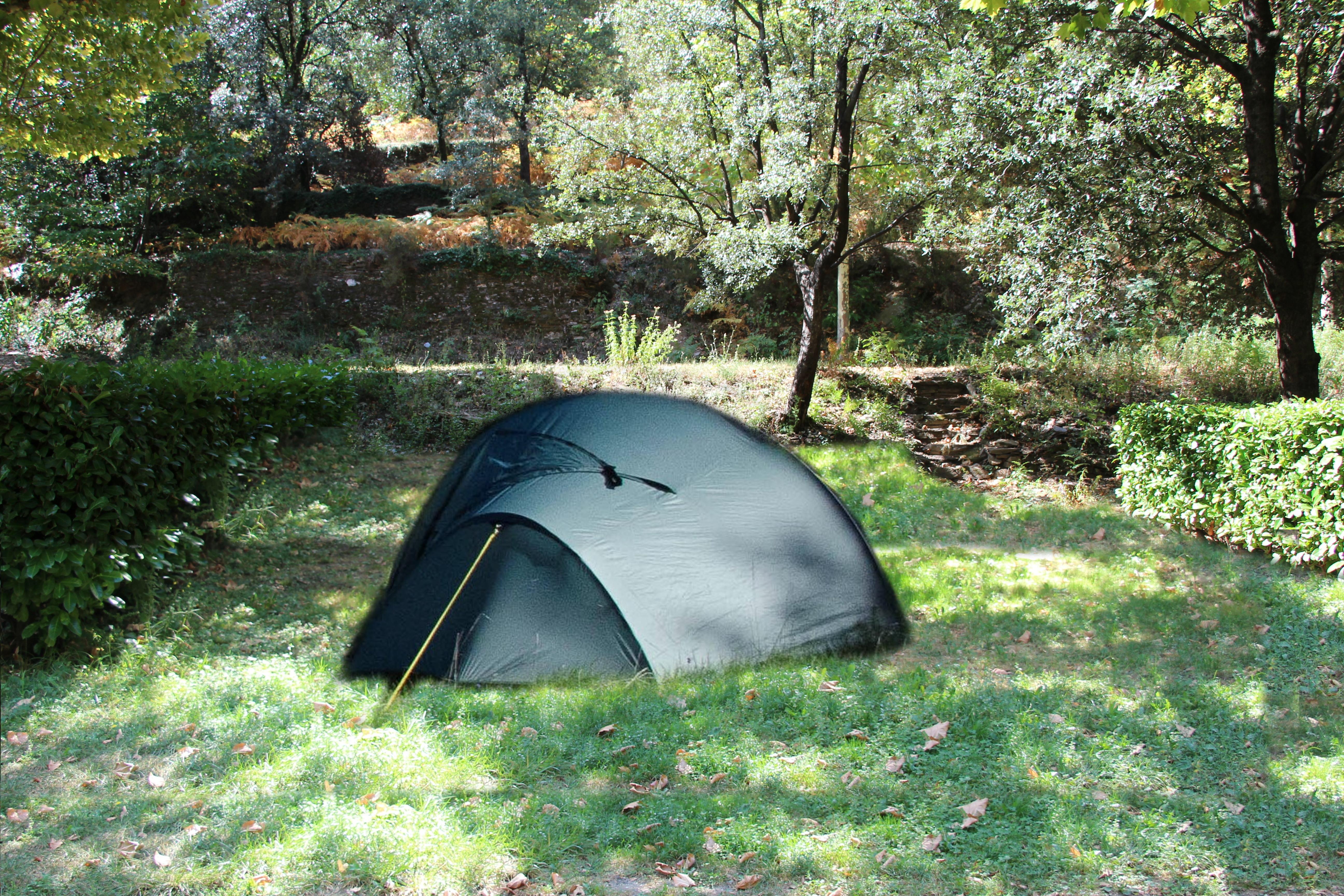 camping gard calme ombragé