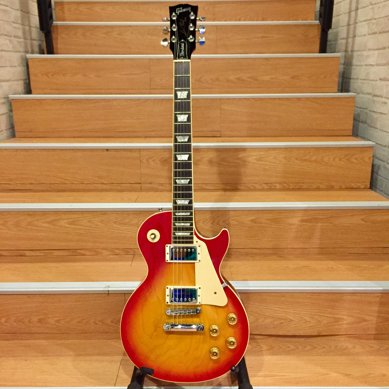 Gibson LesPaul Standard.jpg