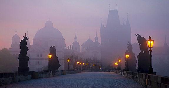 Prague5-St-Charles-bridge at night.jpg