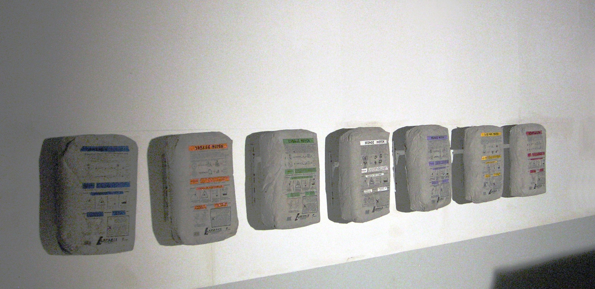 """""""Lafarce, ciment d'entreprise"""" ciment et peinture acrylique"""