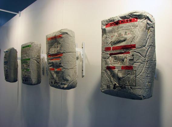 """""""Lafarce, ciment d'entreprise"""" ciment, peinture acrylique"""