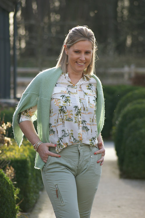 55001 Off white blouse met kaki jungle print en bies op schouder Punto