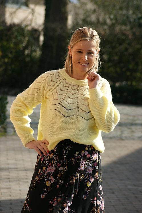 52193 Lichtgele trui met gaatjes Esenzo Knitwear