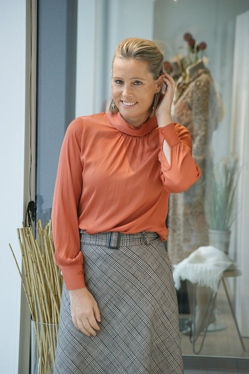 52729 Oranje satijn-look blouse Gigue